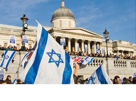 How many Israelis live in the UK?